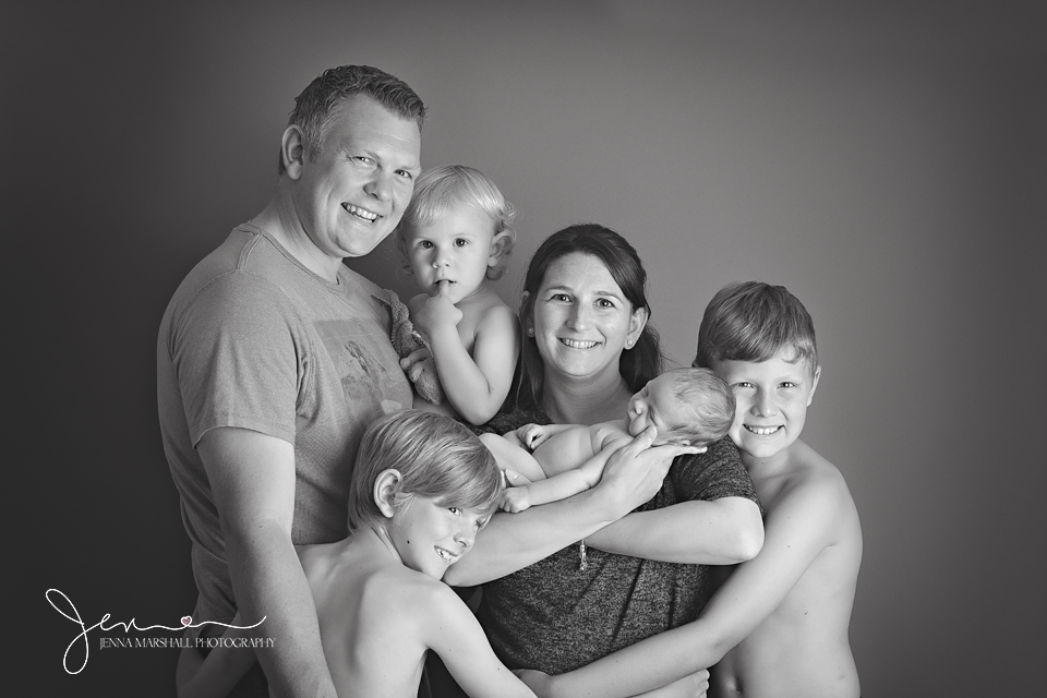 DSC_1305bw-newborn-photographer-stevenage-hertfordshire-jenna-marshall-photography