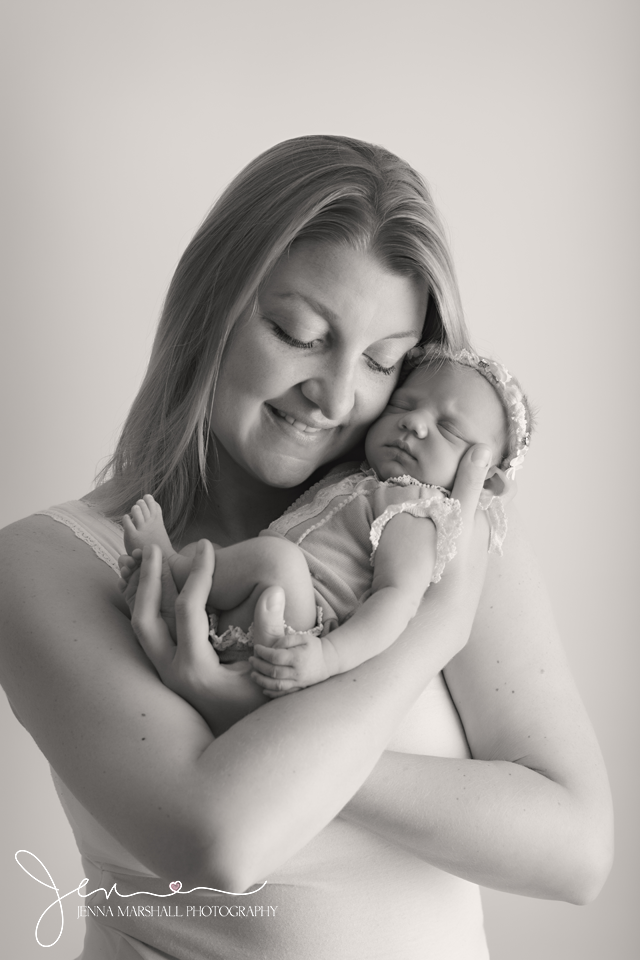 DSC_0432bw-newborn-baby-photographer-stevenage-hertfordshire-jenna-marshall-photography