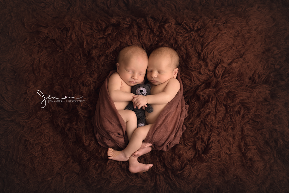 DSC_1123-twin-newborn-photography-stevenage-hertfordshire-jenna-marshall-photography